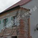 Naprawa popękanych ścian i naroży budynku z cegły z zastosowaniem Saver Profili firmy Brutt Saver.