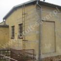 Naprawa murów i pękniętego naroża budynku administracyjnego z wykorzystaniem profili śrubowych firmy Brutt Saver.