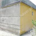 Zespolenie odspojonej ściany garażu z pozostałą częścią budynku przy pomocy profili spiralnych Brutt'a. Widoczne zagięte końcówki Saver Profili zamontowane na prostopadłej ścianie.