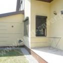 Naprawa popękanych ścian w mocno uszkodzonym domu jednorodzinnym. Do naprawy zastosowano spiralne Saver Profile montowane w różnych konfiguracjach wokół całego budynku.