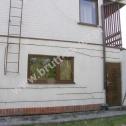 Naprawa popękanych murów w domu jednorodzinnym z zastosowaniem Brutt Technologies.
