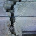 Naprawa uszkodzonych ścian. Zamontowane Saver Profile w nadprożu. Widoczne na fotografii pęknięcie dodatkowo należy wyczyścić i iniekcyjnie wypełnić zaprawami elastycznymi Saver Powder.