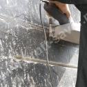 Naprawa muru z bloczków betonowych - frezowanie bruzd pod montaż profili spiralnych Brutt'a