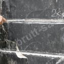 Naprawa murów fundamentowych - odkurzanie bruzdy przed pierwszą aplikacją zaprawy Saver Powder.