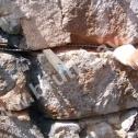Naprawa i wzmocnienie ścian z kamienia. Układanie Saver Profili w spoinach pomiędzy kamieniami.