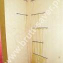 Wzmocnienie pękniętego naroża wewnętrznego z zastosowaniem śrubowych Saver Profili. Końcówki zamontowane w otworach wywierconych krzyżowo w prostopadłych ścianach.