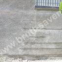 Naprawa murów - przykład wzmocnienia popękanych ścian z wykorzystaniem profili śrubowych Brutt'a o różnych długościach.