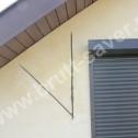 """Naprawa popękanych murów w domu jednorodzinnym wykonanym z materiałów """"lekkich"""". Widoczne - możliwości dopasowywania kształtu profili śrubowych do konkretnych potrzeb związanych z wykonywanymi naprawami."""