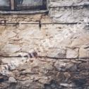 Wzmocnienie popękanych murów kamienicy wykonanej z materiałów mieszanych (cegła, kamień) z wykorzystaniem Saver Profili firmy Brutt Saver.