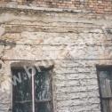 Wzmocnienie popękanych murów kamienicy wykonanej z materiałów mieszanych (cegła, kamień) z wykorzystaniem Brutt Technologies.