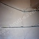 Naprawa popękanych murów wewnętrznych klatki schodowej z wykorzystaniem nierdzewnych profili śrubowych firmy Brutt Saver.