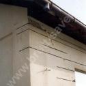 Naprawa odspojonego narożnika i nadproża okiennego z wykorzystaniem Saver Profili - nierdzewnych profili śrubowych Brutt'a. Widoczne zagięte i zamontowane na prostopadłej ścianie końcówki Saver Profili.