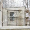 Wzmocnienie popękanych murów kościoła o konstrukcji mieszanej (kamień - cegła) z wykorzystaniem Saver Profili. Widoczny montaż profili w spoinach pomiędzy kamieniami (oplatanie kamienia).