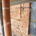 Zamontowane Saver Profile w naprawianym murze obiektu zabytkowego.
