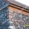 Naprawa murów i uszkodzonych naroży w zabytkowym kościółku z kamienia z zastosowaniem spiralnych profili ze stali nierdzewnej firmy Brutt Saver.