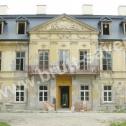 Zabytkowy pałac w okolicach Częstochowy - stan elewacji przed naprawą i wzmocnieniem przy pomocy nierdzewnych profili i kotew śrubowych firmy Brutt Saver.